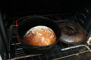 Find out which Dutch oven is best for baking bread!