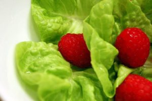 Keeping lettuce fresh in your fridge isn't as hard as you might have thought!