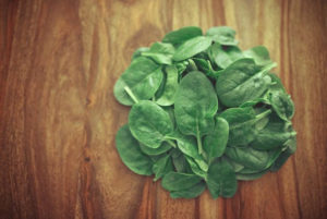 Keep your spinach crisp and green in the fridge using these tips!