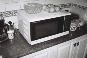 Your standard turntable microwave, a necessity in the kitchen.