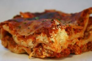 You've got your favorite lasagna recipe. Now what's the best pan for lasagna for a crowd?