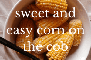 corn on the cob in white bowl